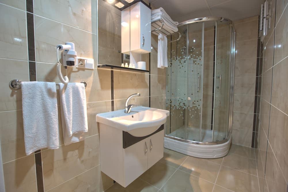 Business Triple Room - Bathroom