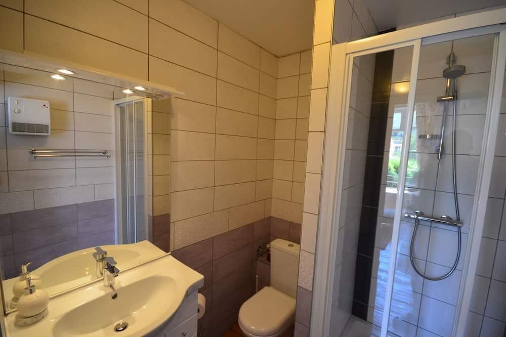 Kahden hengen huone - Kylpyhuoneen suihku