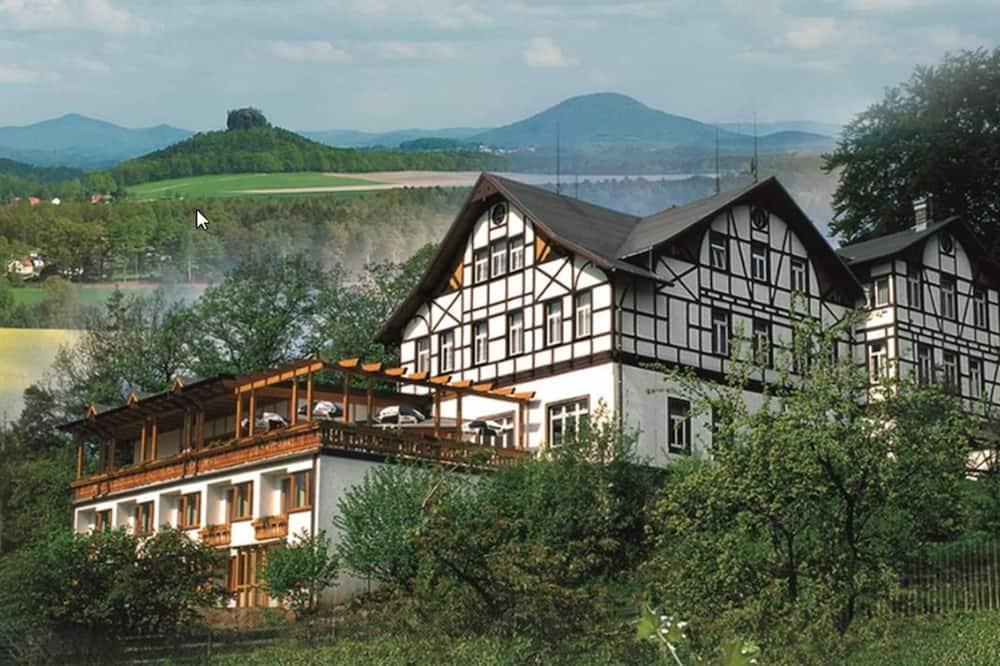 Panoramahotel Wolfsberg, Reinhardtsdorf-Schoena