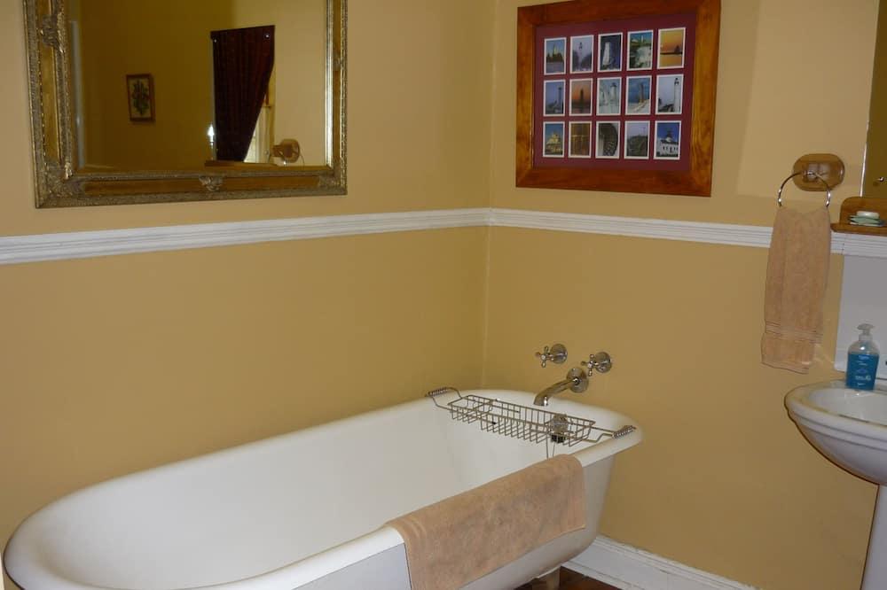 Premium Twin Room, 2 Twin Beds - Bathroom