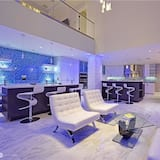 Executive House, 4 Bedrooms - Living Area