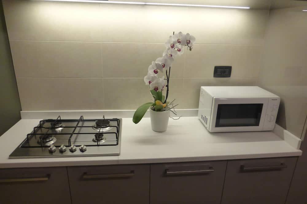 Appartement Classique, cuisine (Marron glacé) - Micro-ondes