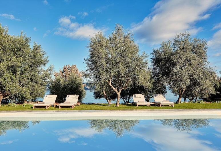 100 Rizes Seaside Resort- Small Luxury Hotels of The World, Ida-Mani, Välibassein