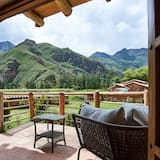 Deluxe Suite, 1 King Bed, Hot Tub, Mountain View - Balcony
