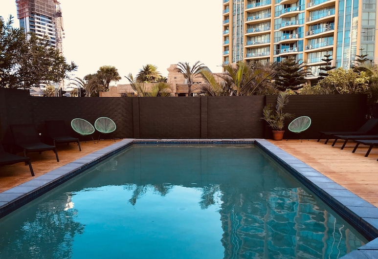 Down Under Hostels by the beach, Surfers Paradise, Außenpool