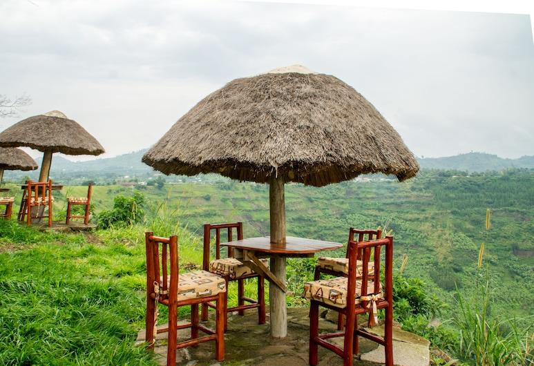 Queen Elizabeth Game Lodge, Kichwamba, Garden