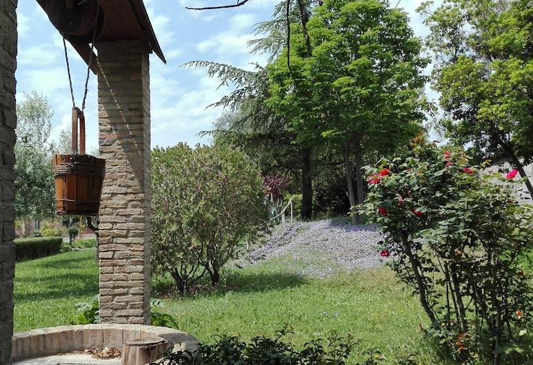 FLOS Guest House, Lucera, Jardín