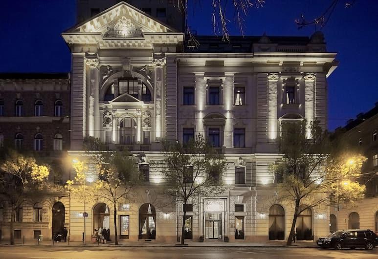 Mystery Hotel Budapest, Budapest, Hotellets front – kveld/natt