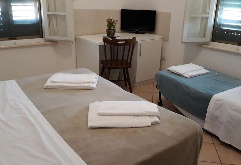 Villa Maria B&B, Pisa, Triple Room, Multiple Beds, Non Smoking, Guest Room