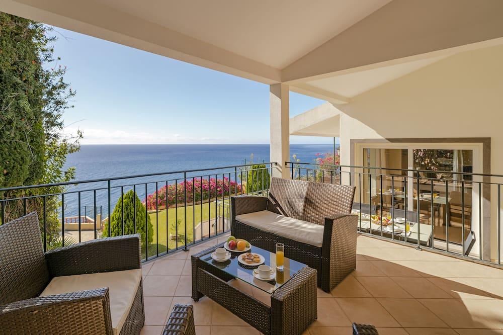 Villa, 4 hálószobával, privát medence - Terasz/udvar