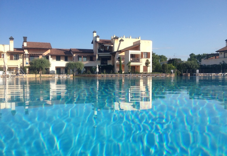 Lugana Village Resort & Sporting Club, Peschiera del Garda, Piscina a sfioro