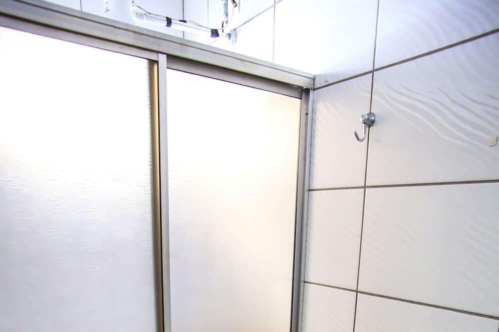 Quarto Solteiro Basico Sem Ar Condicionado - Kamar mandi