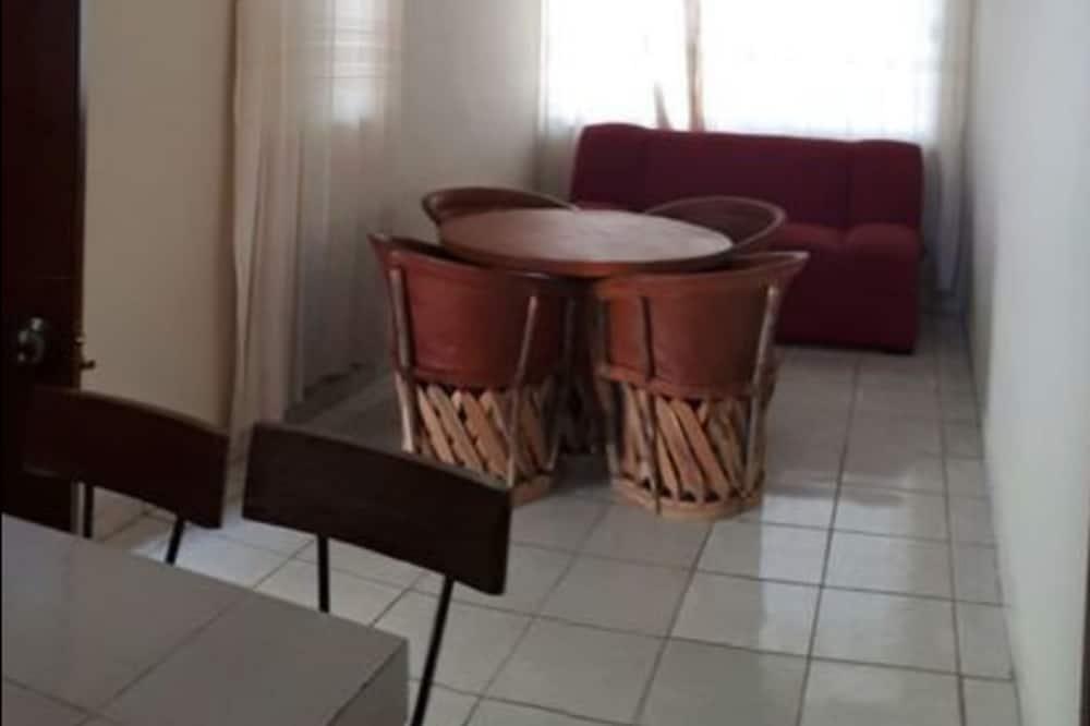 Basic Room, 1 Bedroom (8) - Living Area