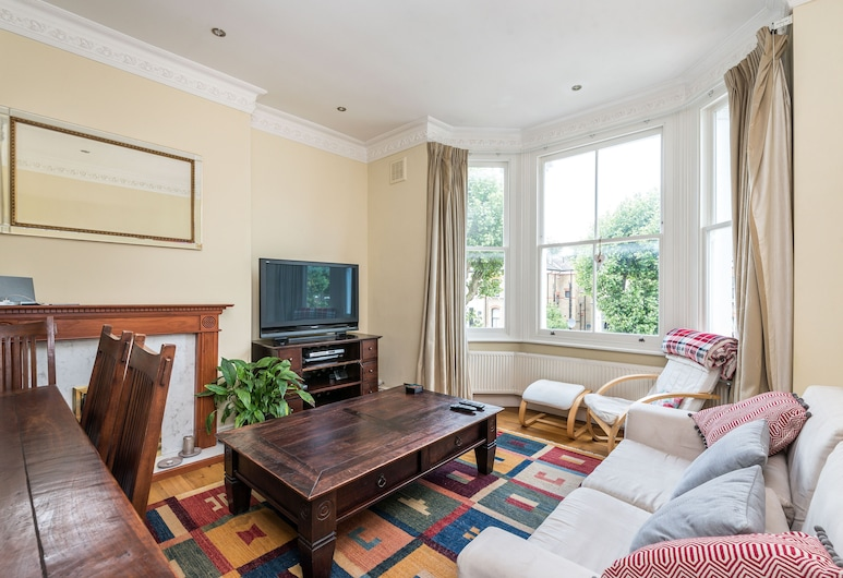 NEW Super 2BD Flat Well Connected to City Centre, London, Apartment (2 Bedrooms), Wohnbereich