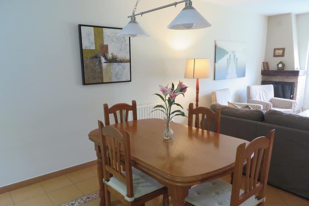 Apartment, 2 Bedrooms, Garden View (216313806) - In-Room Dining