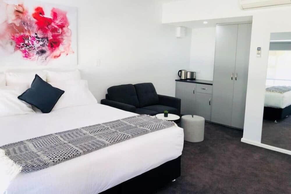 Premium Suite, 1 King Bed - Living Area