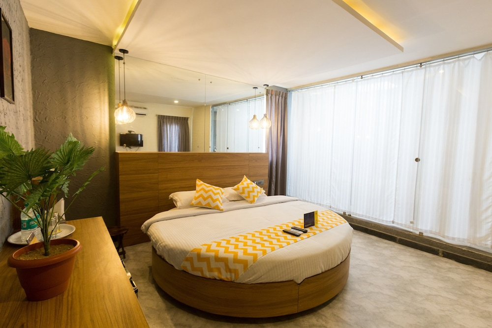 Book fabhotel canvas hsr layout in bengaluru hotels fabhotel canvas hsr layout bengaluru deluxe double room 1 double bed non reheart Choice Image