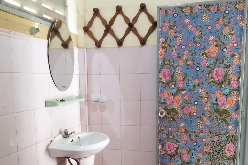 Dobbeltrom – standard - Vask på badet