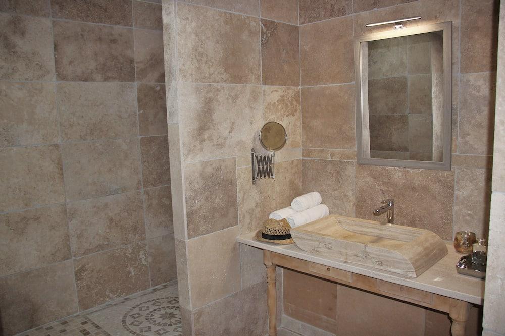 Superior Double or Twin Room, Terrace - Bathroom