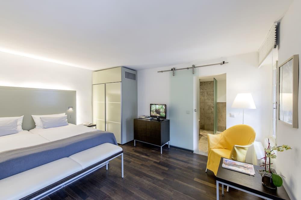Room (L) - Living Area
