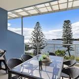 Lakeside Waterfront Apartment 18 - Svalir