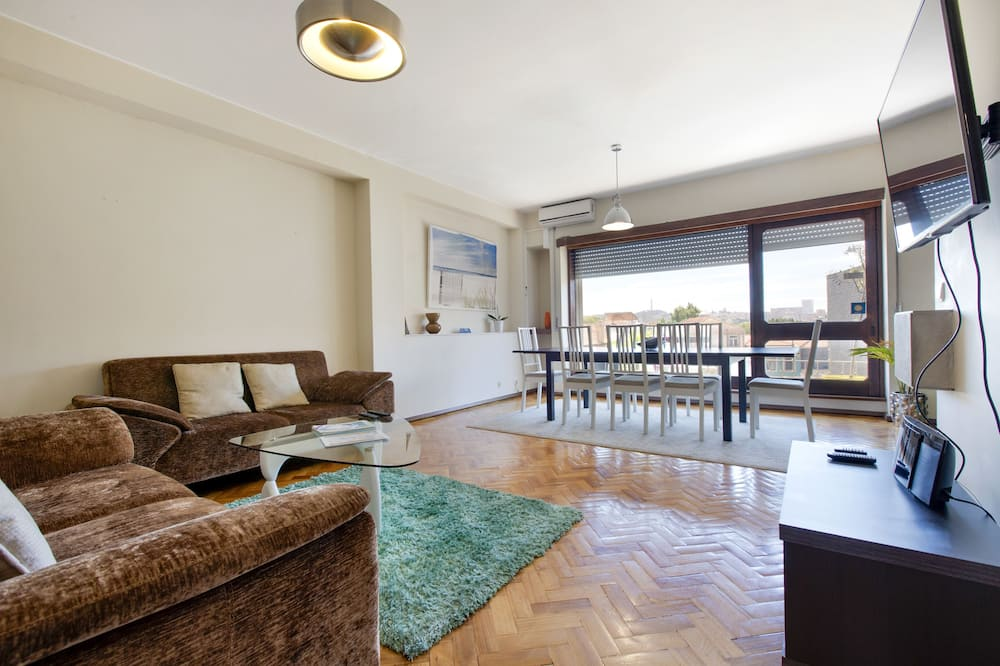 Apartment, 5 Bedrooms, Balcony, City View - In-Room Dining