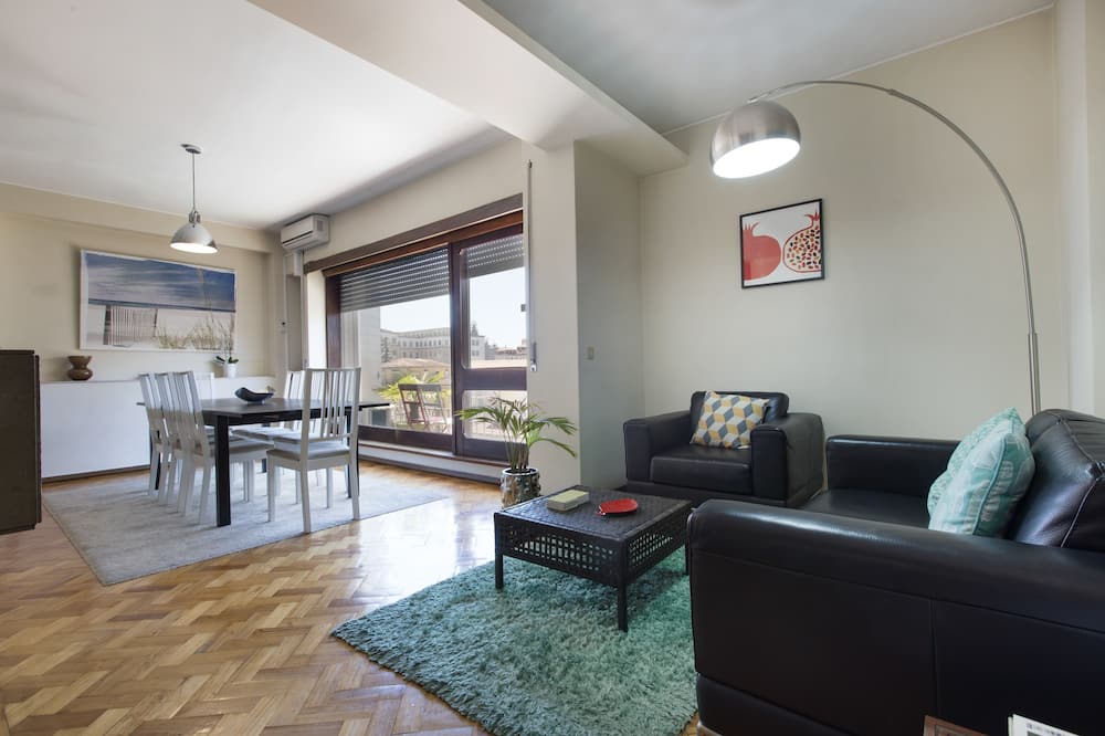 Apartment, 5 Bedrooms, Balcony, City View - Living Room
