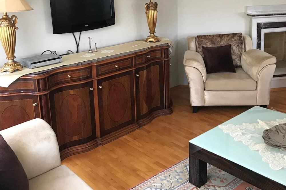 Villa, 4 Bedrooms - Living Room