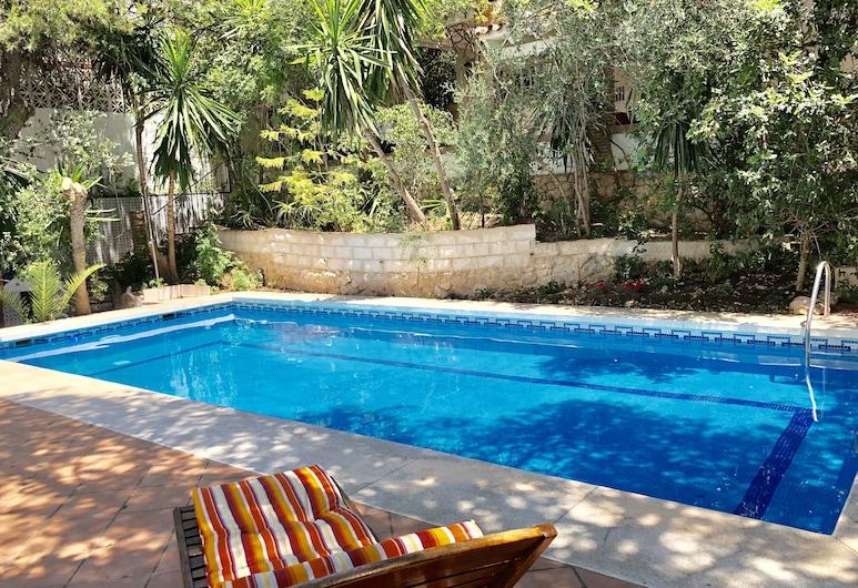 Rentcostadelsol Villa Pinares, Málaga