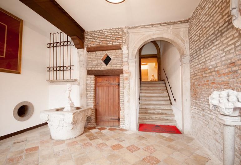 Doge Palace 3, Венеция, Вход в объект размещения