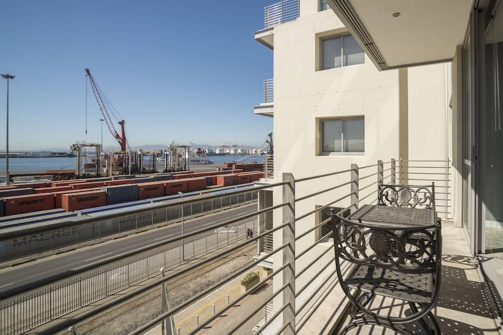 Signature sviit, 2 magamistoaga, rõduga, vaade sadamale - Rõdu