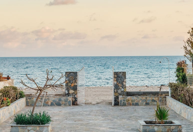 Pefki Beach Front Villa, Rodosz, Külső rész