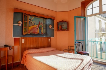 Enter your dates to get the Marseille hotel deal