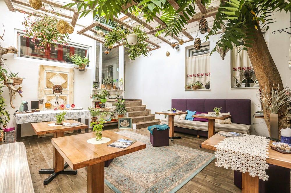 ESHE Garden House
