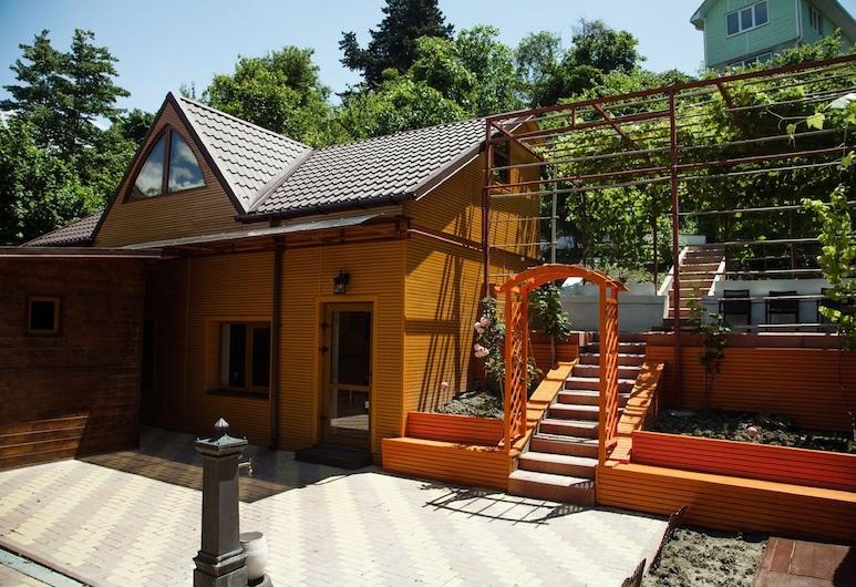 Revaz, Golovinka, Hotelový areál