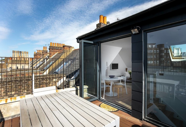 Luxury Top Floor Home in West Kensington W/terrace, London