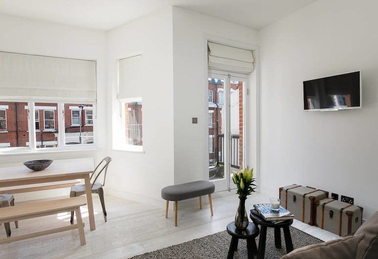 Stunning 2BR Home in West Kensington W/balcony, London, Wohnbereich