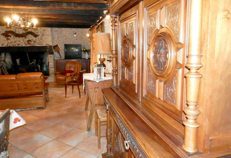House With 2 Bedrooms in Eyliac, With Private Pool and Enclosed Garden, Bassillac and Auberoche, Living Room