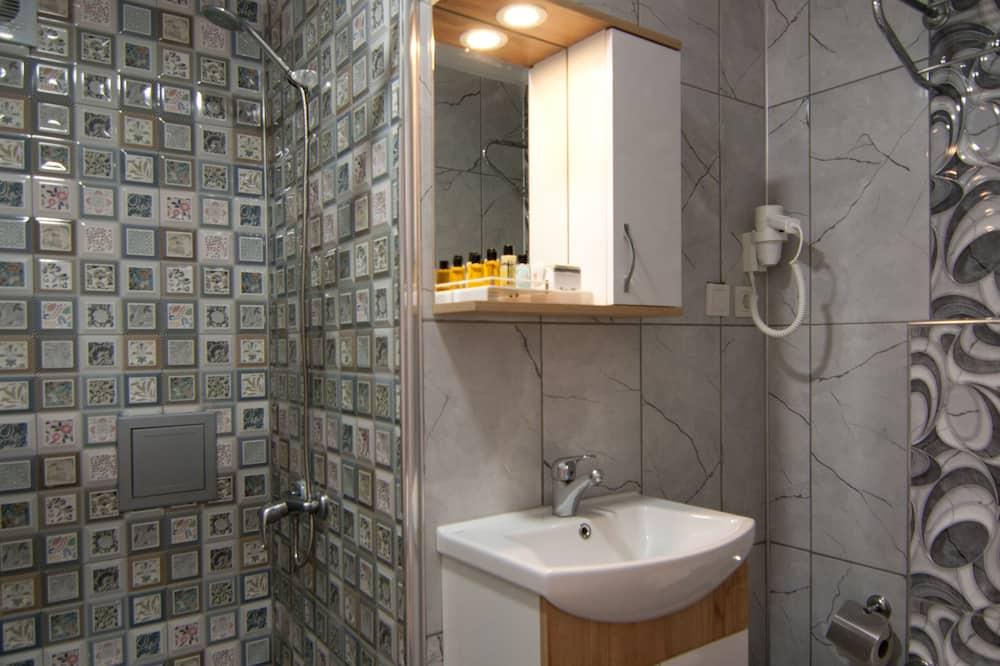 Standard Tek Büyük veya İki Ayrı Yataklı Oda, 1 En Büyük (King) Boy Yatak - Banyo