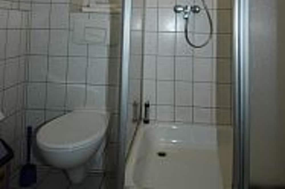Triple Room, Non Smoking - Bathroom