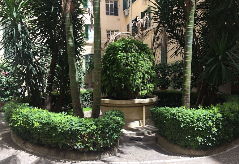 The Center of Rome B&B, Rome, Courtyard