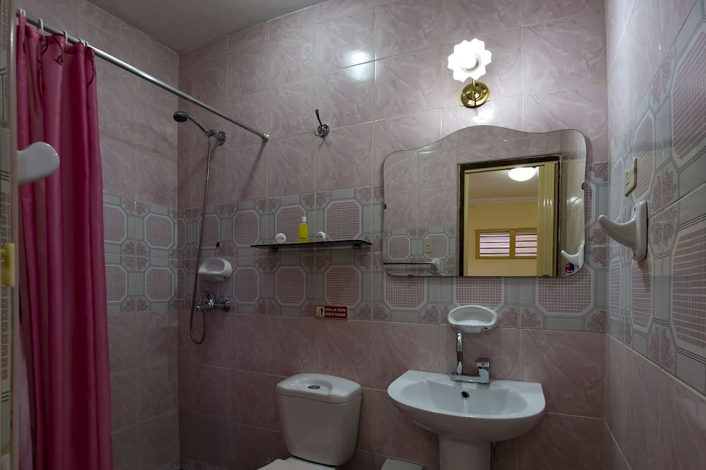 Klassieke driepersoonskamer, 1 slaapkamer - Badkamer