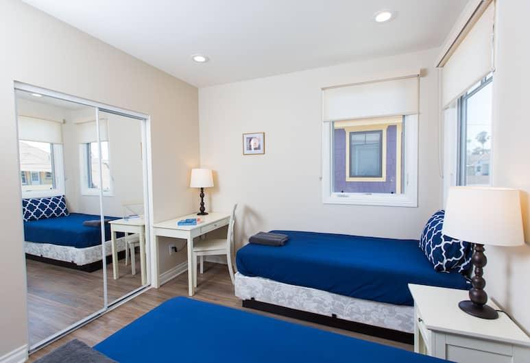 Los Angeles RoomRentals Harvard Heights, Los Angeles, Kolmen hengen huone, Oma kylpyhuone, Vierashuone