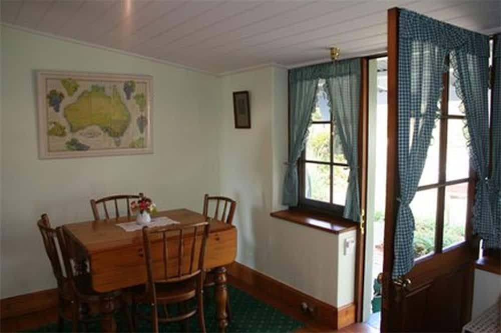 Fritidsbolig – traditional, 1 queensize-seng, utsikt mot hage - Oppholdsområde