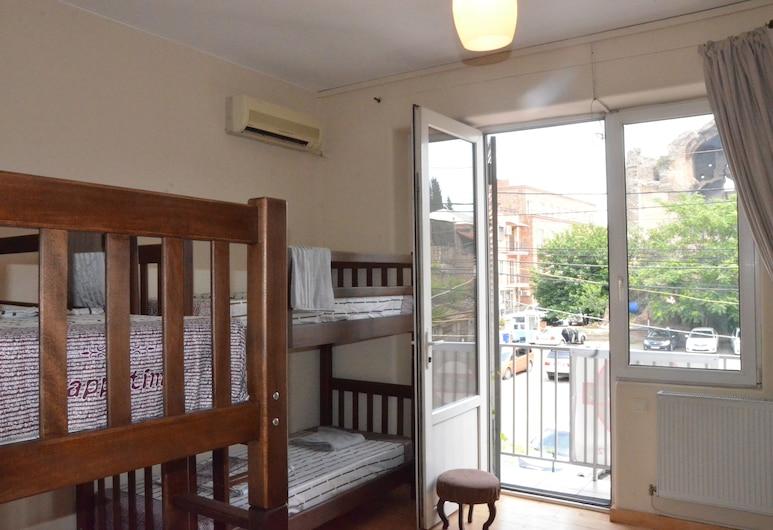 hostel house pluse, Tbilisi, Standard-yhteismajoitus, Terassi, Vierashuone