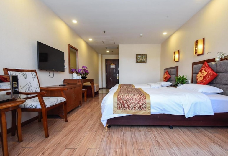 Chinese Culture Holiday Hotel Nanluoguxiang, Beijing, Deluxe Triple Room, Guest Room