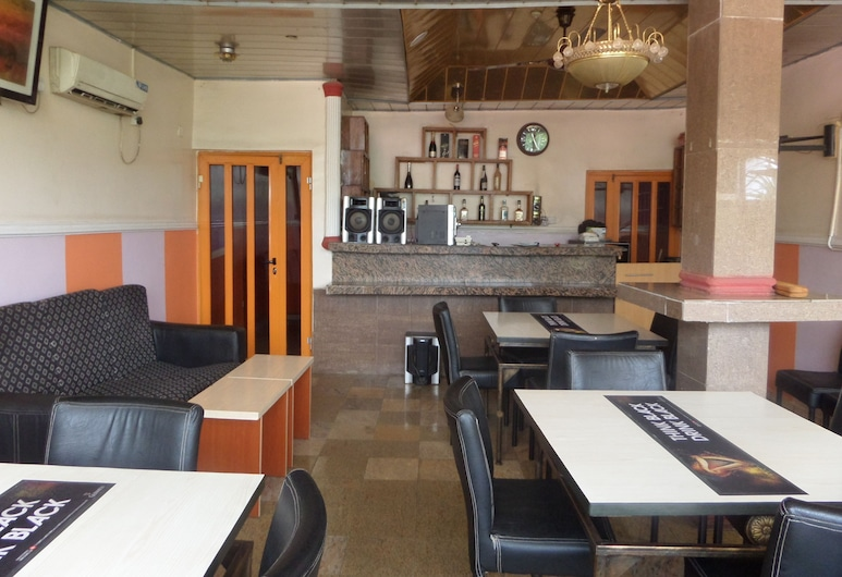 艾尼歐飯店, 阿布賈, 飯店內酒吧