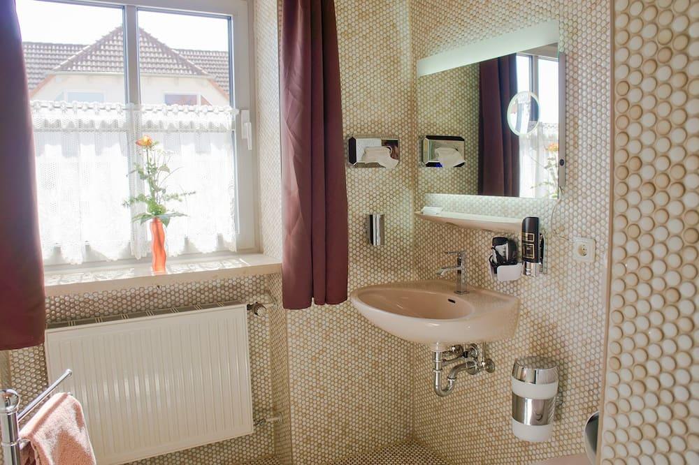 شقة - بمطبخ مصغر - حمّام