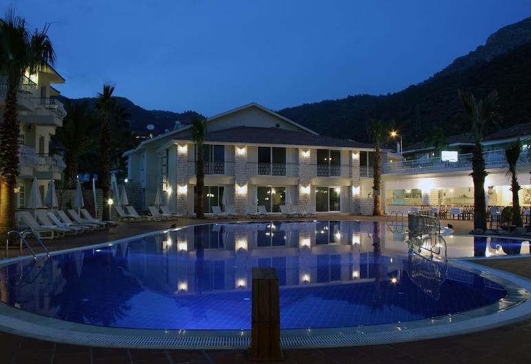 The Blue Lagoon Deluxe Hotel, Fethiye, Otelin Önü - Akşam/Gece