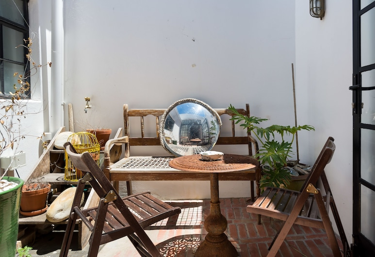 Bryant 82, Cape Town, Courtyard